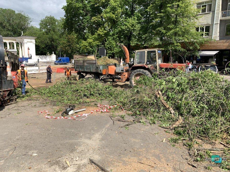 На улице Яворницкого и на площади Шевченко продолжается масштабная реконструкция (ВИДЕО)