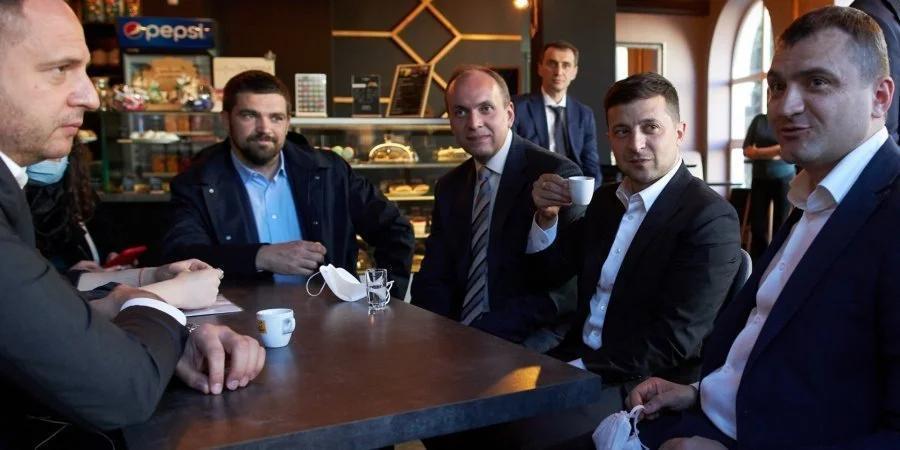 Пошли кофе пить: суд оштрафовал всех, кроме Зеленского за нарушение карантина