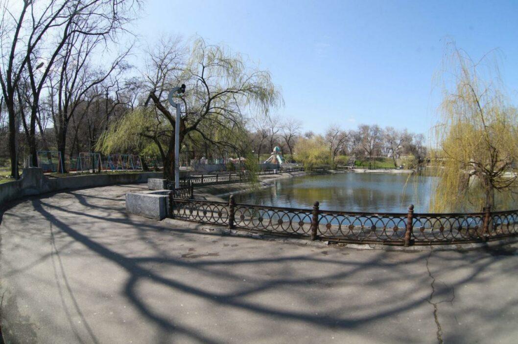 Денег нет: в Днепре не будут чистить озеро в парке Глобы