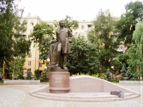 В Днепре прошла экскурсия по местам, связанным с деятельностью Александра Поля (ВИДЕО)