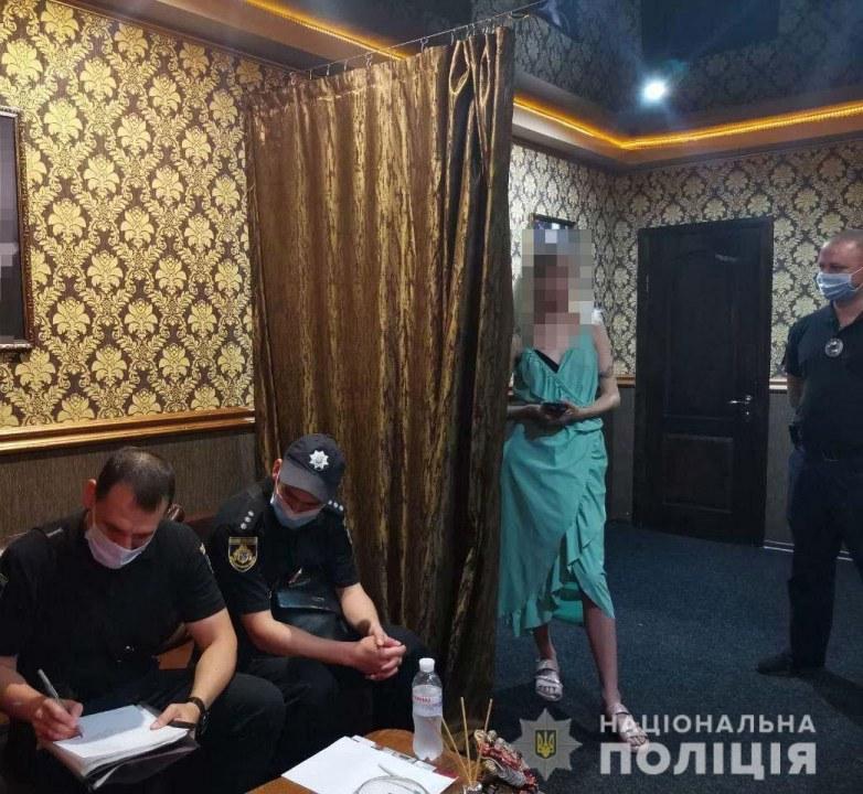 В Кривом Роге полиция накрыла два борделя и порностудию