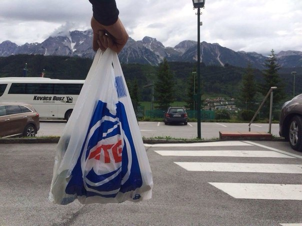 Жити по-новому: парковки у АТБ стали платными