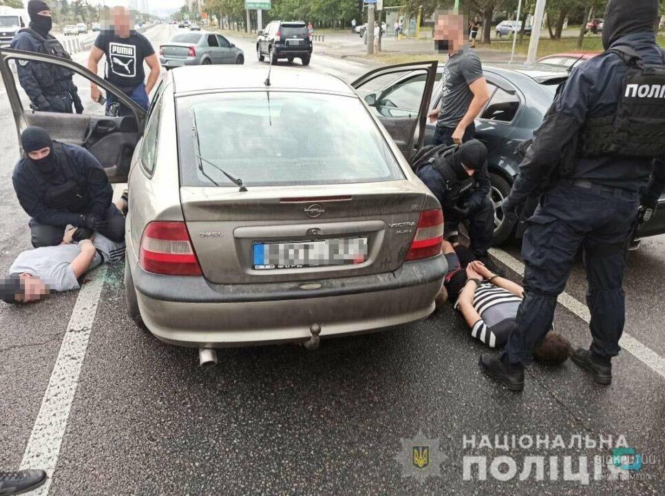 В Днепре задержали группу вооруженных квартирных воров (ВИДЕО)