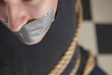 В Кривом Роге мужчину держали на привязи и пытали