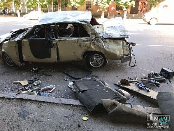 Как в кино: в Кривом Роге автомобиль влетел в магазин и перевернулся на крышу (ФОТО)