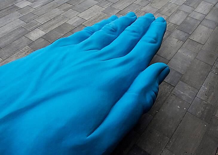 """Стала уже родной: известная """"синяя рука"""" в Днепре покидает город"""