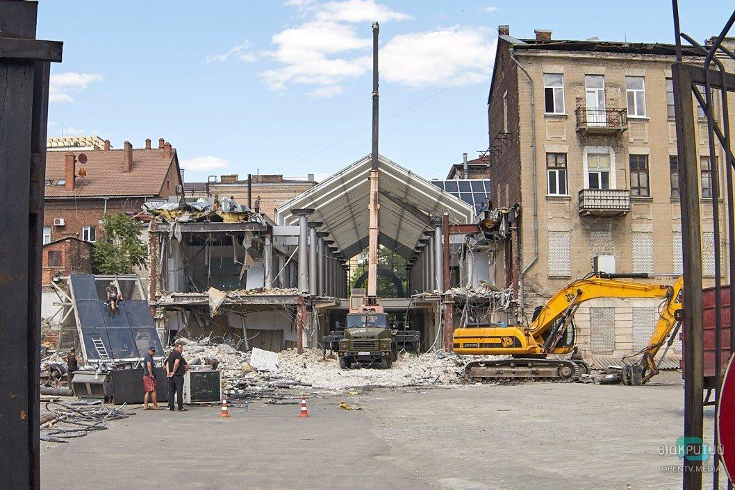 В Днепре сносят ТРЦ Grand Plaza (ФОТО)