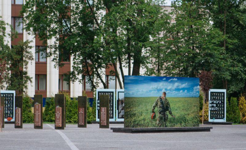 В Днепре на фасаде школы увековечат память выпускника, который погиб на Донбассе