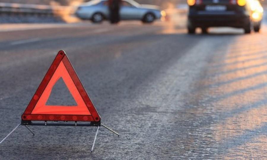 В Днепре произошло тройное ДТП: столкнулись автомобиль, троллейбус и автобус