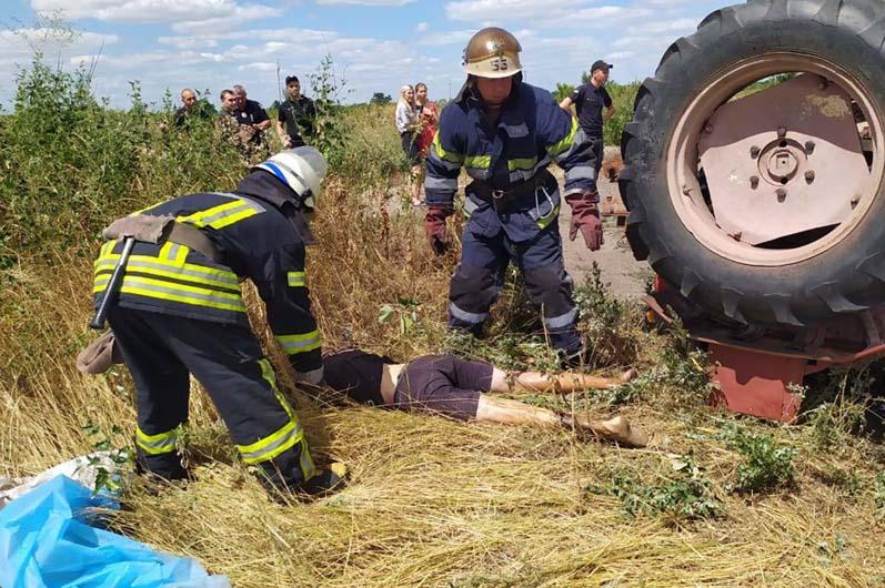 Под Днепром перевернулся трактор: один ребенок погиб, второй - в больнице
