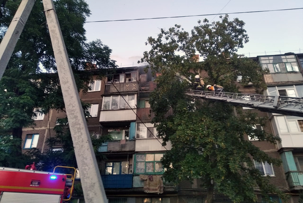 В Павлограде загорелась многоэтажка: пожар тушили 16 спасателей