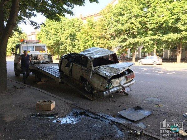 В Кривом Роге автомобиль врезался в магазин