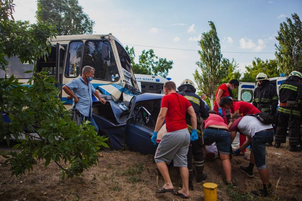 Автобус Днепр-Каменское попал в ДТП: есть пострадавшие