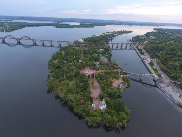 В Днепре ликвидировали парки Шевченко и Лазаря Глобы