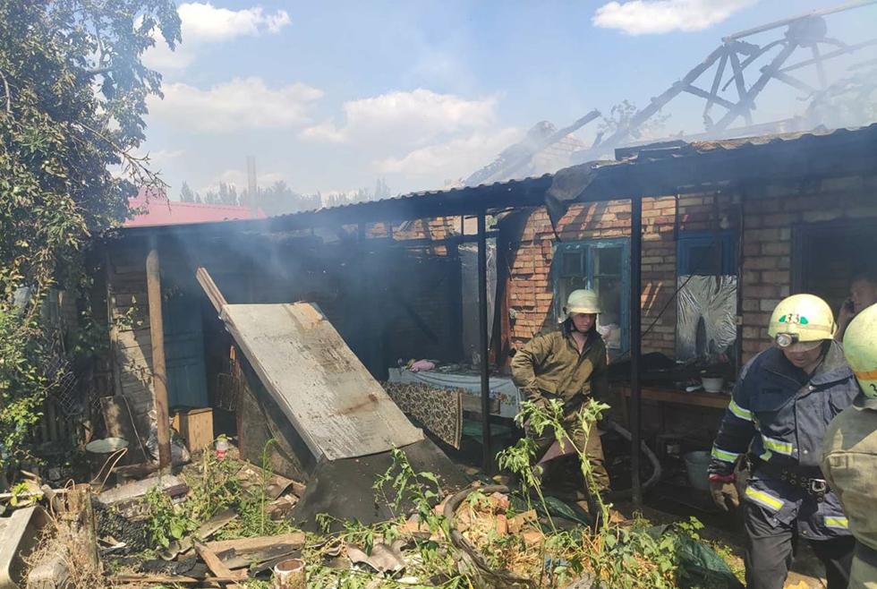 В Марганце спасатели больше часа тушили пожар в жилом доме (ФОТО, ВИДЕО)