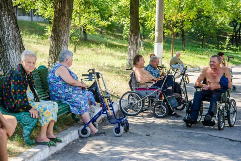 15 медиков Мечникова обследовали жильцов гериатрического пансионата