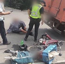 В Кривом Роге мопед врезался в грузовик