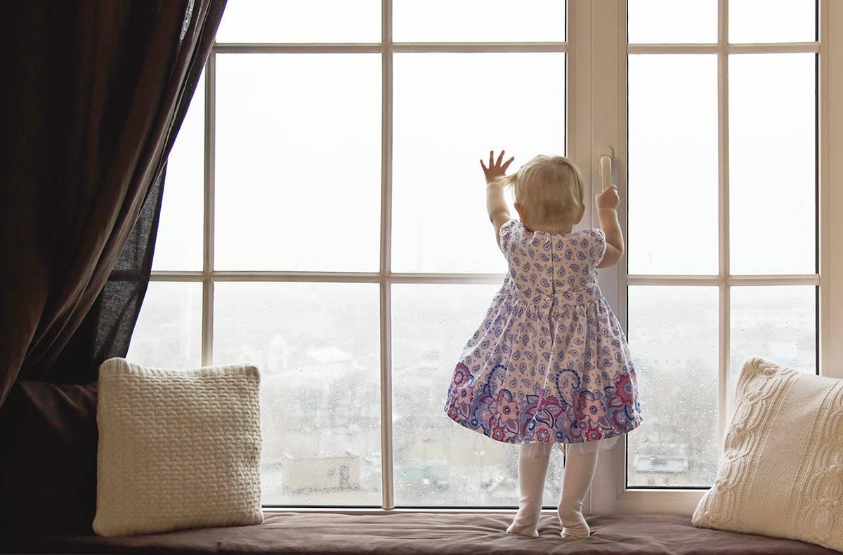 В Днепре из окна выпал 6-летний ребенок: мать спала в другой комнате