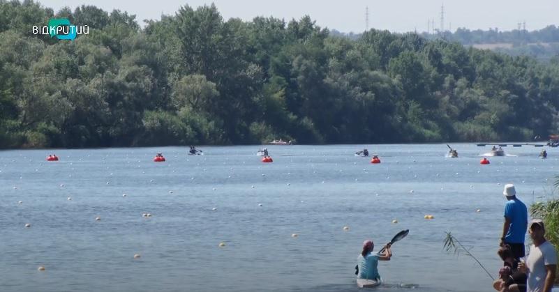 В Днепре стартовал чемпионат Украины по гребле на байдарках и каноэ
