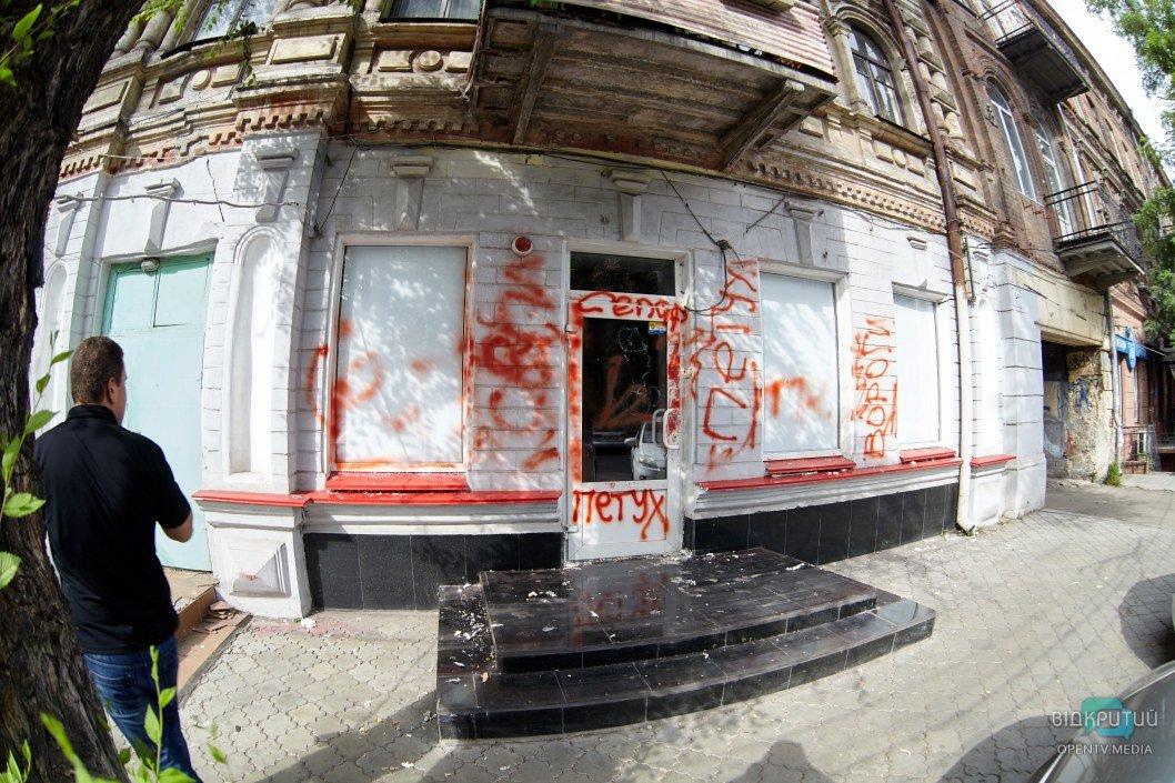 В Днепре разгромили офис партии Шария: открыто уголовное производство (ФОТОРЕПОРТАЖ)