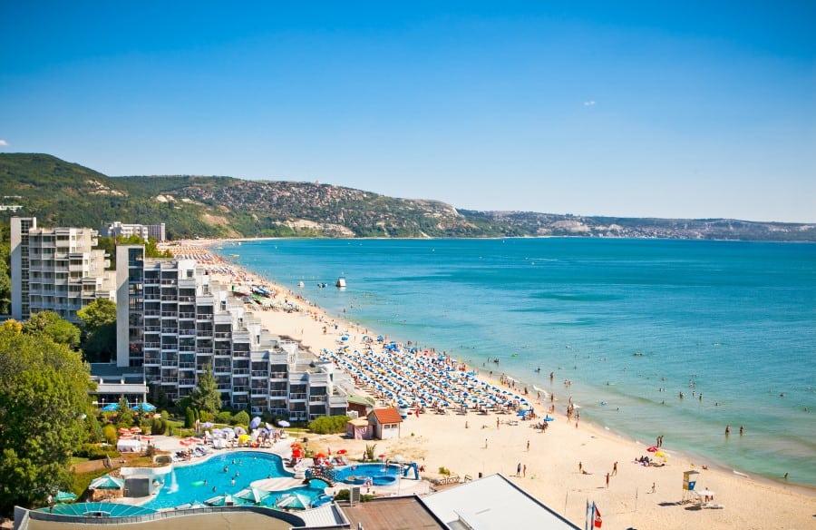 Готовьте чемоданы: Болгария упростила въезд для украинцев