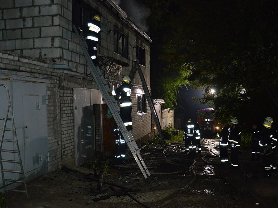 В Днепре горел гараж