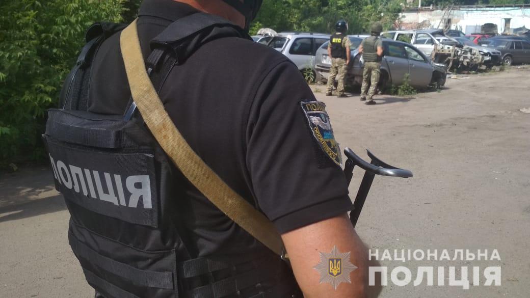В Полтаве мужчина угрожает взорвать себя гранатой