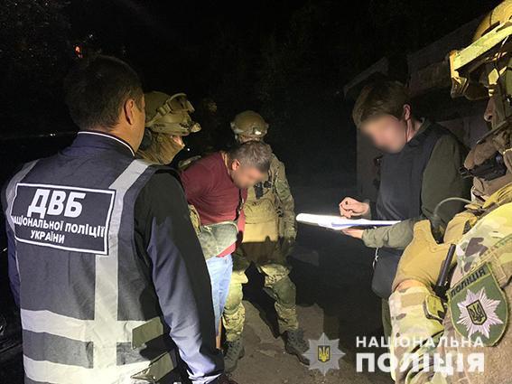 В Днепре задержали лидера преступной группировки на даче взятки полицейскому