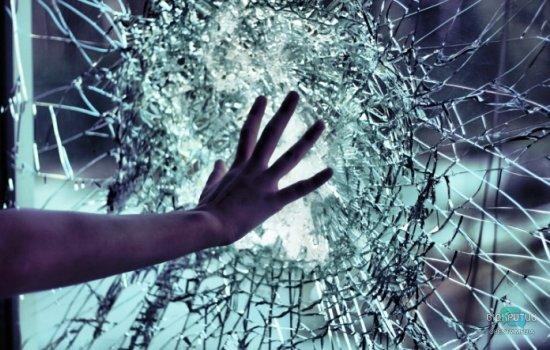 Наелся стекла и залез на чердак: в Днепре патрульные спасли самоубийцу