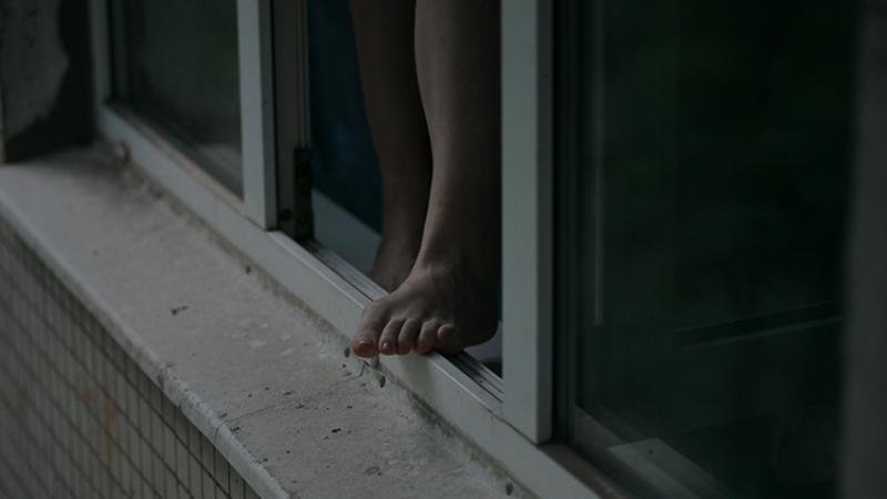 В Днепре из окна выпала девочка: ребенок в тяжелом состоянии