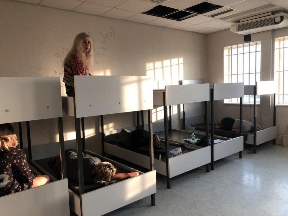 Провели ночь в изоляторе: украинцев задержали в аэропорту Афин