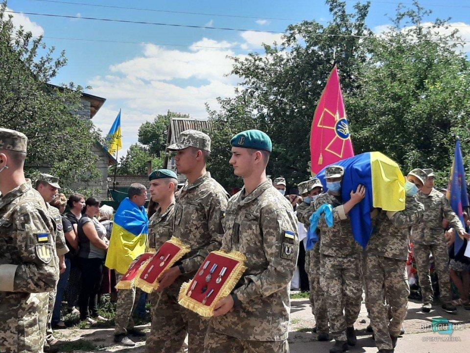 В Днепропетровской области живым коридором встретили тело погибшего разведчика
