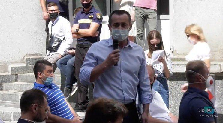 """Загид Геннадиевич, наденьте маску: в горсовете Днепра произошел """"карантинный"""" скандал"""