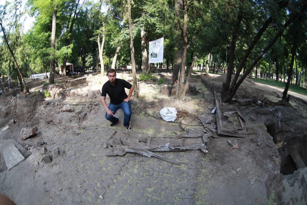 Поиски останков Александра Поля в Днепре: археологи вскрыли еще две могилы