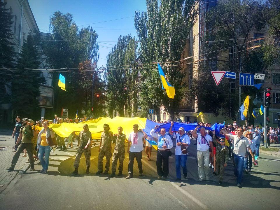На улицы вышли около 300 человек: в центре Днепра провели Марш Независимости (ФОТО)