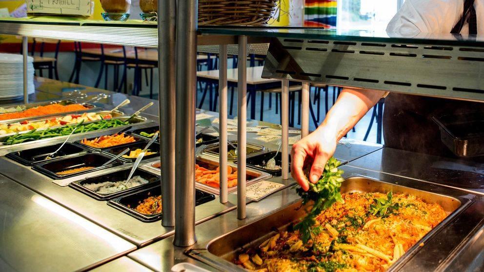Никакого шведского стола: министр здравоохранения рассказал, как будут работать столовые в школах