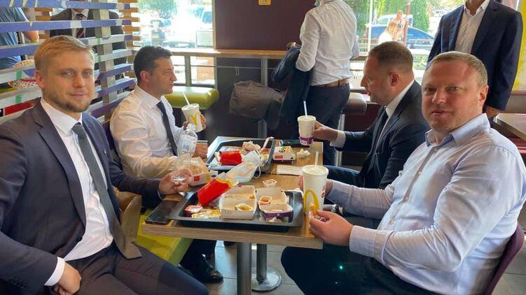 Вместо пива и шаурмы: в Днепре Зеленский пообедал в McDonald's