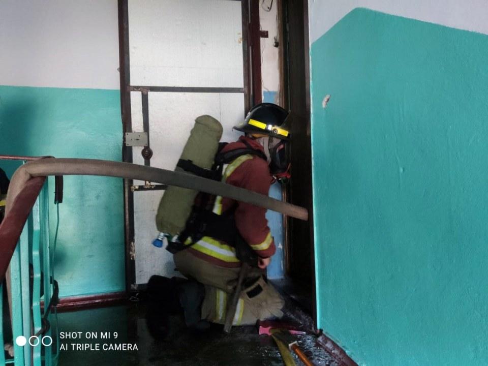 На пожаре в Кривом Роге пострадала пожилая женщина (ФОТО)