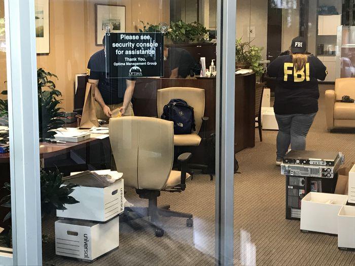 В США проводят обыски в компании Коломойского