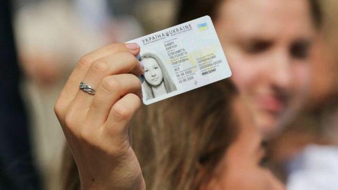Новая услуга: в ЦНАПе Каменского выдают паспорта со встроенными ИНН