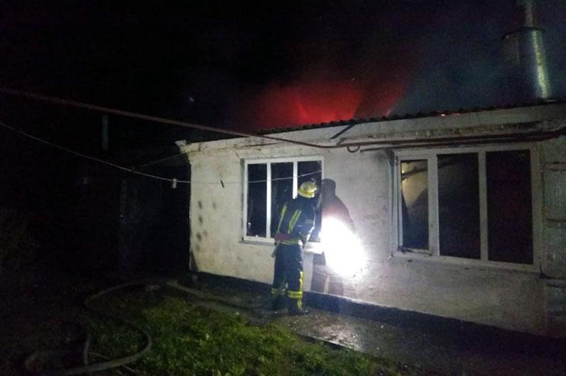 Горел жилой дом: в Новомосковском районе ночью вспыхнул пожар