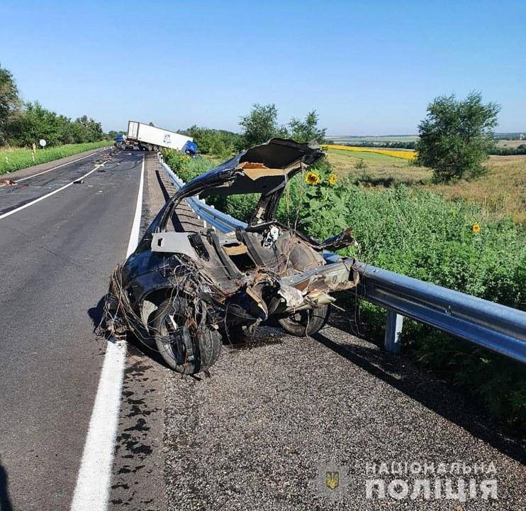 Под Запорожьем легковушка столкнулась с грузовиком: погибли жители Днепра и области
