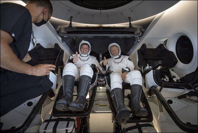 Home, sweet home: астронавты Crew Dragon вернулись на Землю