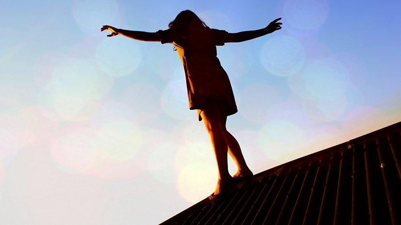 Время приключений: в Днепре дети гуляли по крыше школы (ВИДЕО)