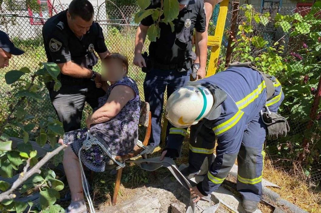 В Каменском пенсионерка провалилась в колодец