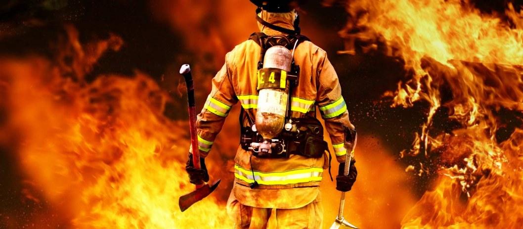 Тушили больше часа: в Кривом Роге горела хозпостройка