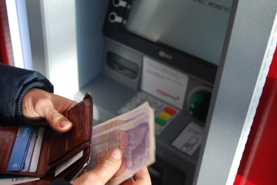 Без кредитного лимита: банки обяжут честно сообщать клиентам, сколько денег у них на карте
