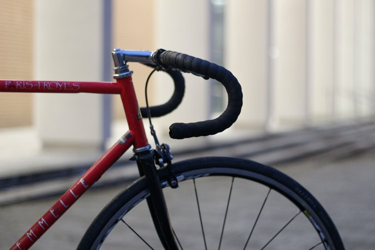 В Днепре подросток устроил велосипедный экстрим на станции метро