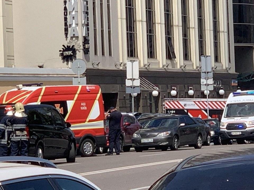 В центре Киева террорист захватил отделение банка (ФОТО)