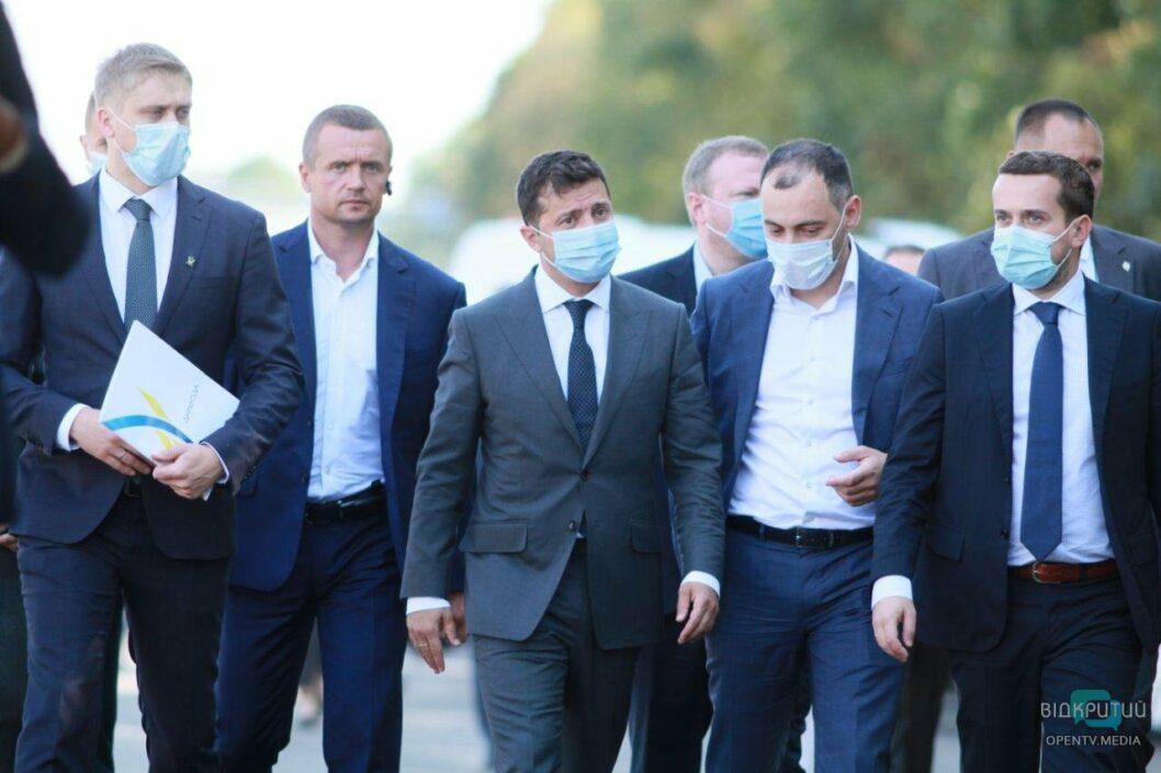 В Днепре Зеленский рассказал о строительстве аэропорта и проинспектировал дорогу на Кривой Рог